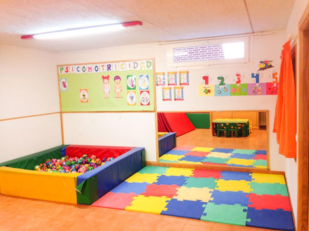 Colores instalaciones guarder a y escuela en rivas for Puertas decoradas para guarderia
